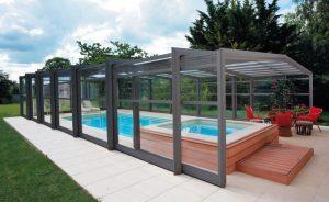 Abri pour une piscine