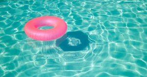 Une bouée dans une piscine